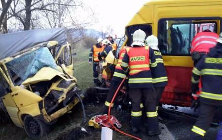 """ORLICKOÚSTECKO – Na silnici zOpatova na Třebovice vyjížděli ve středu 8. října v14.50 hodin profesionální hasiči ze Svitav, Lanškrouna, Ústí nad Orlicí a dále dobrovolní hasiči zLanškrouna. Došlo zde ke<a class=""""moretag"""" href=""""http://www.orlickytydenik.cz/ke-stretu-dodavek-priletely-dva-vrtulniky/"""">...celý článek</a>"""