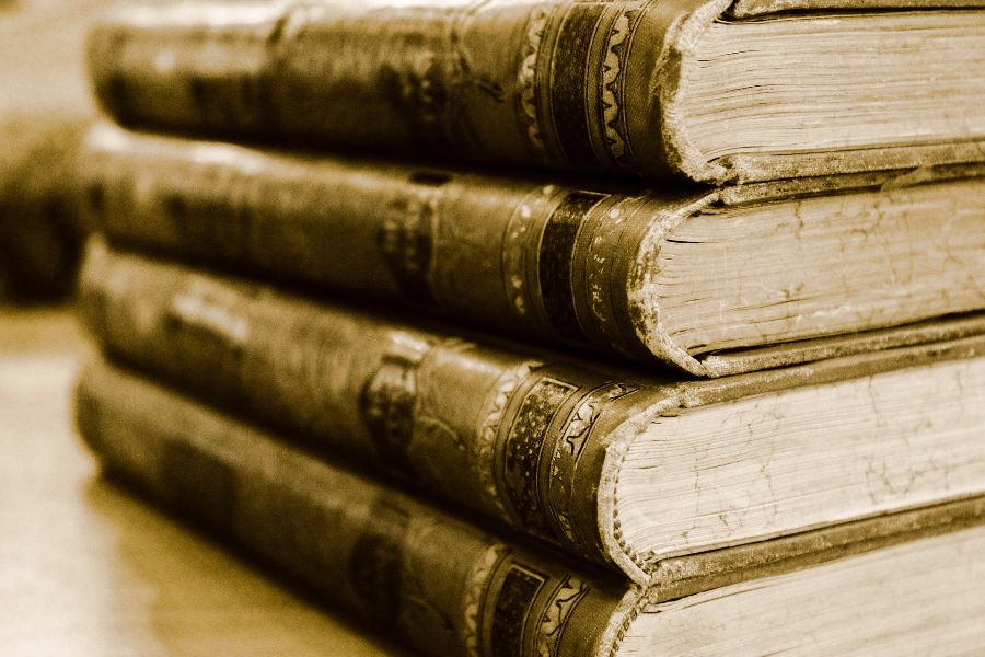 book-701758_1920