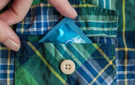 """PARDUBICE – V centru Pardubic se zatím neznámý mladý muž měl pokusit odcizit celkem 5 krabic kondomů v hodnotě 9 tisíc korun. Podezřelého mladíka si všimla ochranka obchodního domu, jenže<a class=""""moretag"""" href=""""http://www.orlickytydenik.cz/kradeze-kondomu-policie-hleda-svedky/"""">...celý článek</a>"""