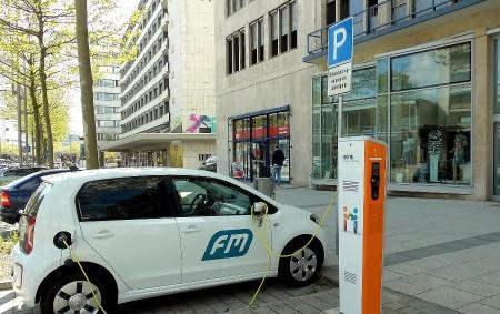 """REGION – Evropská Unie zavedla nové emisní limity, které se výrazně dotknou automobilového průmyslu. Na elektřinu nebo na vodík bude muset jezdit minimálně třetina aut, což se samozřejmě odrazí v<a class=""""moretag"""" href=""""http://www.orlickytydenik.cz/skoda-auto-bude-muset-prehodnotit-svou-strategii/"""">...celý článek</a>"""