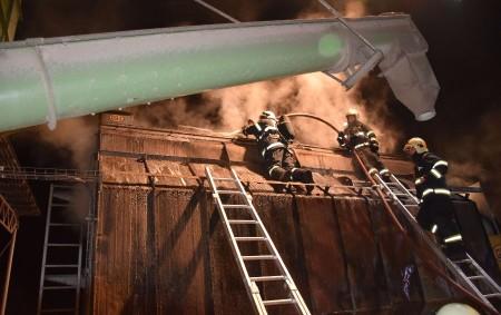 """PARDUBICKO – Kpožáru sušičky na kukuřici do Lhoty u Přelouče vyjíždělo vúterý 14. listopadu v22.56 hodin pět jednotek hasičů – profesionální zPardubic a Přelouče, dále dobrovolné zŘečan nad Labem, Přelouče<a class=""""moretag"""" href=""""http://www.orlickytydenik.cz/pozar-susicky-zpusobil-skodu-6-milionu-korun/"""">...celý článek</a>"""