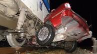 HRADECKO – K železniční dopravní nehodě vlaku a osobního automobilu došlo vpondělí železničním přejezdu mezi Březhradem a Plačicemi. Rychlík, který jel směrem od Opatovic nad Labem do Hradce Králové, narazil