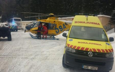"""KRAJ – Narůstající počet zraněných návštěvníků hor musí ošetřovat zdravotničtí záchranáři v Královéhradeckém kraji. Stranou nezůstaly ani Orlické hory. Srážku mladé lyžařky a snowboardistky museli řešit letečtí záchranáři vsobotu 30.<a class=""""moretag"""" href=""""http://www.orlickytydenik.cz/urazu-v-rekreacnich-strediscich-pribyva-i-v-orlickych-horach/"""">...celý článek</a>"""