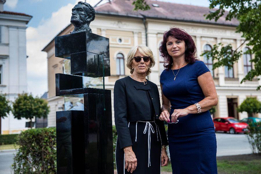 Starostka Opočna Šárka Škrabalová a francouzská kolegyně (hlavní zástupk...