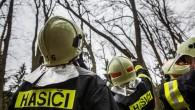 KRAJ – Jen během pondělí 14. ledna zasahovaly jednotky požární ochrany v Královéhradeckém kraji u 82 událostí, z toho poskytovaly v 62 případech technickou pomoc při likvidaci popadaných stromů a