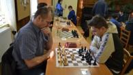 KOSTELEC N. O. – Vánočního šachového turnaje se 26. prosince zúčastnilo v DDM v Kostelci nad Orlicí celkem 37 hráčů. V kategorii dospělí zvítězil Daniel Kožúšek, druhé místo obsadil Jan