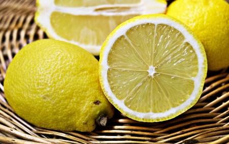 """Citrony, limety, pomeranče, mandarinky a grapefruity – to vše jsou citrusové plody, které můžeme v kuchyni bohatě využít. Citrusové plody zpestřují každý zdravý jídelníček, konzumují se nejčastěji syrové, v ovocných<a class=""""moretag"""" href=""""http://www.orlickytydenik.cz/podorlicka-kucharka-citron/"""">...celý článek</a>"""