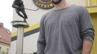 """Mezi naganské hrdiny patří jednoznačně dnes již bývalý hokejový obránce Jiří Šlégr, jenž svým gólem přispěl ksemifinálové remíze sKanadou, kterou poté rozsekl jediným proměněným nájezdem Robert Reichel. LITVÍNOV/RYCHNOV N. K.<a class=""""moretag"""" href=""""http://www.orlickytydenik.cz/jiri-slegr-nikdo-nam-neveril/"""">...celý článek</a>"""