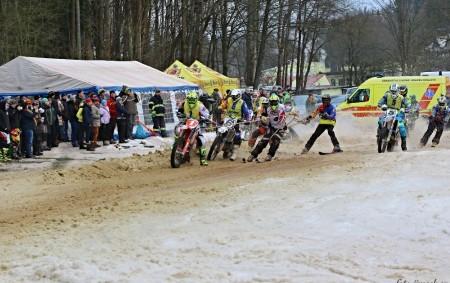 """Pavlu Šmahelovi, jeho kolegům a příznivcům SMX Racing Teamu Rudník se podařilo zdánlivě nemožné. I když sníh nebyl na připravované trati skoro žádný, dokázali přemístit snad veškerý sníh z Rudníku<a class=""""moretag"""" href=""""http://www.orlickytydenik.cz/83055/"""">...celý článek</a>"""