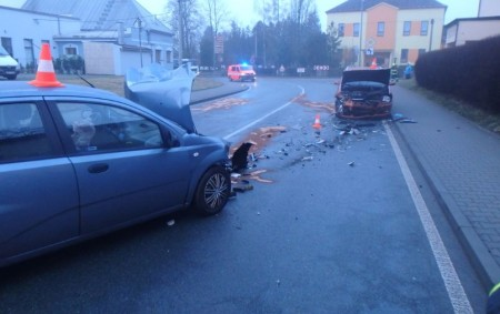 """ČASTOLOVICE – Při nehodě dvou osobních vozidel v Komenského ulici došlo vúterý ráno ke zranění jedné osoby. Hasiči provedli na vozidlech protipožární opatření. Zraněnou osobu převezli záchranáři do nemocnice. <a class=""""moretag"""" href=""""http://www.orlickytydenik.cz/nehoda-uzavrela-silnici-v-castolovicich/"""">...celý článek</a>"""
