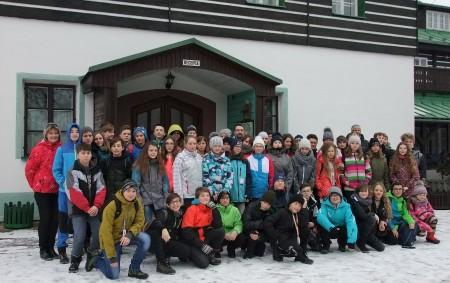 """RYCHNOV N. K./ORLICKÉ HORY –Přečtěte si povídání o zážitcích dvou tříd v Orlických horách. Ta dlouho očekávaná chvíle přišla v sobotu 3. února. V počtu 53 žáků a šesti učitelů<a class=""""moretag"""" href=""""http://www.orlickytydenik.cz/sedmakum-se-na-lyzarskem-vycviku-libilo/"""">...celý článek</a>"""
