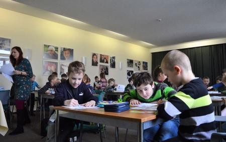 """RYCHNOV N. K. – Městská knihovna Rychnov uspořádala v úterý 20. března druhý ročník akce S knížkou v pohodě, která přibližuje dětem 1. stupně ZŠ knihy zábavnou a úsměvnou formou.<a class=""""moretag"""" href=""""http://www.orlickytydenik.cz/s-knizkou-v-pohode-podruhe/"""">...celý článek</a>"""