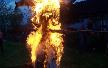 """REGION – Zákon o požární ochraně hovoří jasně – všichni občané si musí při pálení počínat tak, aby nedošlo ke vzniku požáru. V opačném případě mohou být lidé postiženi vysokou<a class=""""moretag"""" href=""""http://www.orlickytydenik.cz/prezit-paleni-carodejnic-bez-uhony/"""">...celý článek</a>"""