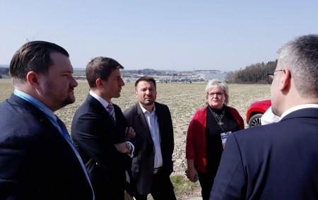 """RYCHNOVSKO –V Solnici pokračovala jednání o rozvoji průmyslové zóny Solnice-Kvasiny. Zřejmě nejpalčivějším tématem současného Rychnovska je prudký a nepříliš zvládnutý rozvoj průmyslové zóny. Problémy vidíme všude kolem nás, mezi ty<a class=""""moretag"""" href=""""http://www.orlickytydenik.cz/ministerska-navsteva-dohledla-na-prumyslovou-zonu/"""">...celý článek</a>"""
