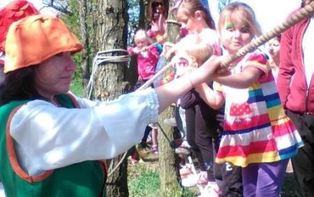 """OHNIŠOV – Cikánské toulky vOhnišově jsou v celém regionu opravdovým pojmem. Poslední dubnovou sobotu se každoročně do obce s necelou pětistovkou obyvatel nahrnou turisté pěší i cyklo, a bývá jich<a class=""""moretag"""" href=""""http://www.orlickytydenik.cz/cikanske-toulky-lakaly-turisty-cyklisty-i-deti/"""">...celý článek</a>"""