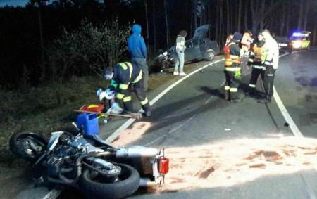 """ORLICKOÚSTECKO – Knehodě motocyklisty sosobním autem vyjížděli hasiči na silnici I/43 u Cotkytle ve čtvrtek 5. dubna v19.06 hodin. Motocyklistu hasiči pomáhali resuscitovat. Na místo přiletěl i vrtulník Letecké záchranné<a class=""""moretag"""" href=""""http://www.orlickytydenik.cz/smrt-motorkare-vrtulnik-odletel-prazdny/"""">...celý článek</a>"""