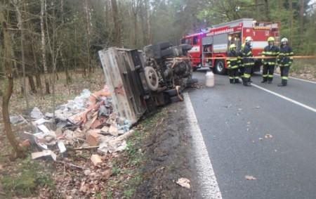 """BOROHRÁDEK – V Borohrádku u dopravní nehody zasahovali vpondělí profesionální hasiči zRychnova nad Kněžnou a Holic a dobrovolná jednotka zBorohrádku. Vulici Jiřího zPoděbrad směrem na Veliny havaroval menší nákladní automobil,<a class=""""moretag"""" href=""""http://www.orlickytydenik.cz/nakladak-skoncil-v-prikope/"""">...celý článek</a>"""