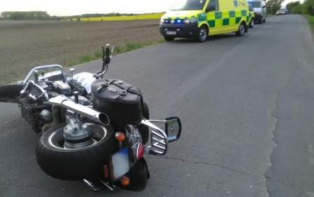 """BOHUSLAVICE – U nehody osobního vozidla a motorky zasahovali 1. květnaprofesionální hasiči z Dobrušky. Při nehodě se zranily tři osoby.Hasiči jim poskytli na místě předlékařskou péči, k nehodě zamířil i<a class=""""moretag"""" href=""""http://www.orlickytydenik.cz/k-nehode-motorkare-vyletel-vrtulnik/"""">...celý článek</a>"""