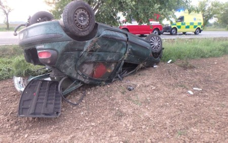 """RYCHNOV N. K. – Zraněním mladého řidiče skončila dopravní nehoda v úterý večer na silnici I/14u Rychnova nad Kněžnou, při níž osobní auto vyjelo mimo vozovku a narazilo do stromu.<a class=""""moretag"""" href=""""http://www.orlickytydenik.cz/auto-skoncilo-prevracene-na-strese/"""">...celý článek</a>"""