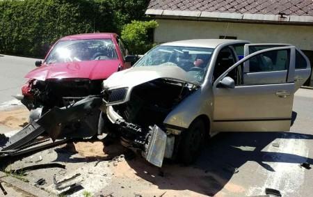 """ORLICKOÚSTECKO – Dne 13. května v 13.27 hodin jednotka hasičů ze Žamberku zasahovala u nehody dvou osobních vozidel na silnici přímo ve Verměřovicích. Při příjezdu jednotky již na místě zasahovala<a class=""""moretag"""" href=""""http://www.orlickytydenik.cz/pet-lidi-vcetne-tehotne-zeny-se-zranilo-pri-dopravni-nehode/"""">...celý článek</a>"""