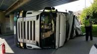 0RLICKOÚSTECKO – K nehodě kamionu vyjížděli v pondělí 21. května v 16.27 hodin profesionální hasiči z Ústí nad Orlicí do ulice Třebovská v Ústí nad Orlicí. Na místo byli přivoláni