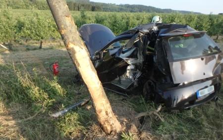 """LIBEL – Před Liblí dnes před sedmou hodinou ráno havarovalo osobní auto. Řidič sjel vozidlem ze silnice, auto následně narazilo do stromu, projelo plotem a skončilo v poli. Při nehodě<a class=""""moretag"""" href=""""http://www.orlickytydenik.cz/auto-u-lible-narazilo-do-stromu-projelo-plotem-a-skoncilo-v-poli/"""">...celý článek</a>"""