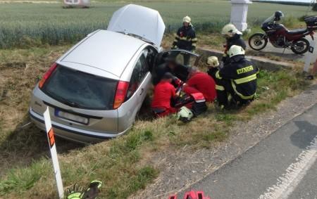 """LOKOT – Dva lidé se zranili v pondělí dopoledne při dopravní nehodě dvou osobních aut na křižovatce silnice II/321 s odbočkou na Lokot. Na místě zasahovali profesionální hasiči z Rychnova<a class=""""moretag"""" href=""""http://www.orlickytydenik.cz/u-obce-lokot-havarovala-dalsi-auta/"""">...celý článek</a>"""