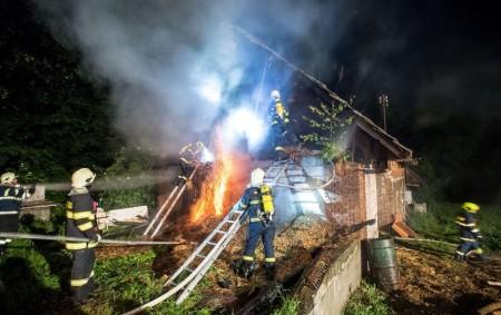 """BOHDAŠÍN – Celkem pět jednotek požární ochrany likvidovalo požár stodoly v Bohdašíně první červnovou neděli krátce po půlnoci. Hasiči zasahovali po celou dobu v dýchací technice a k hašení nasadili<a class=""""moretag"""" href=""""http://www.orlickytydenik.cz/v-bohdasine-se-podarilo-pri-pozaru-uchranit-majetek-za-miliony/"""">...celý článek</a>"""