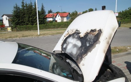 """DOBRUŠKA – Profesionální hasiči z Dobrušky likvidovali ve čtvrtek ráno požár osobního vozidla v Solnické ulici u obchodního domu v Dobrušce. K uhašení použila jednotka vysokotlaký proud, díky kterému měla<a class=""""moretag"""" href=""""http://www.orlickytydenik.cz/v-dobrusce-horelo-auto/"""">...celý článek</a>"""