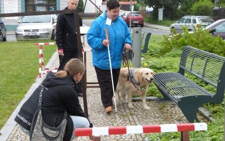 """DOBRUŠKA – Už šestnáct let se v červnu scházejí v Dobrušce zrakově postižení lidé z celé republiky se svými vodicími psy. I ti, kteří k orientaci používají jen bílou hůl,<a class=""""moretag"""" href=""""http://www.orlickytydenik.cz/dobrusku-opet-rozezni-rolnicky-vodicich-psu/"""">...celý článek</a>"""