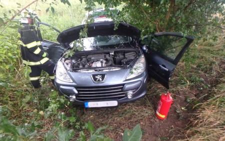 """BOROHRÁDEK – U dopravní nehody osobního auta na cestě z Borohrádku na Čermnou zasahovali v úterý ráno profesionální rychnovští hasiči a dobrovolní hasiči z Borohrádku. Při nehodě se zranil jeden<a class=""""moretag"""" href=""""http://www.orlickytydenik.cz/auto-narazilo-do-stromu-5/"""">...celý článek</a>"""