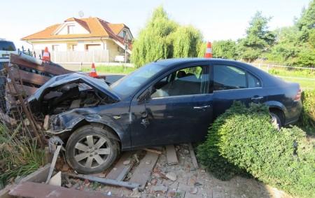 """RYCHNOVSKO - K ranní dopravní nehodě, při které se naštěstí nikomu nic nestalo,vyjížděli poslední červencové úterýpolicisté do Kostelecké Lhoty. Řidič osobního auta značky Ford Mondeo, jedoucí v06.45 hodin od Kostelce<a class=""""moretag"""" href=""""http://www.orlickytydenik.cz/ridic-prorazil-po-ranu-dva-ploty/"""">...celý článek</a>"""