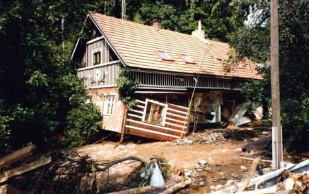"""RYCHNOV N. K. – Smutné výročí velké vody, která zasáhla Rychnovsko v červenci roku 1998 si hasiči připomenou akcí 20 let po povodni 1998. Ta se uskuteční na stanici HZS<a class=""""moretag"""" href=""""http://www.orlickytydenik.cz/hasici-vzpomenou-na-povoden-roku-1998/"""">...celý článek</a>"""