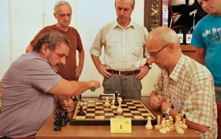 """RYCHNOV N. K. - Do Rychnova nad Kněžnou zamířilo na tradiční, letos již jubilejní dvacátý, Rychnovský šachový festival seniorů přibližně 200 účastníků a jejich doprovodů. Festival byl zahájen v Pelclově<a class=""""moretag"""" href=""""http://www.orlickytydenik.cz/rychnov-se-stal-tento-tyden-rajem-senioru/"""">...celý článek</a>"""