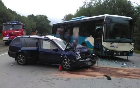 """DEŠTNÉ VO. H. – Profesionální hasiči zDobrušky a dobrovolná jednotka zDeštného vOrlických horách zasahovali vsobotu 25. srpna ráno při nehodě osobního vozu a autobusu linkové dopravy. """"Nehoda se stala na<a class=""""moretag"""" href=""""http://www.orlickytydenik.cz/v-destnem-havaroval-autobus-dva-cestujici-byli-zraneni/"""">...celý článek</a>"""