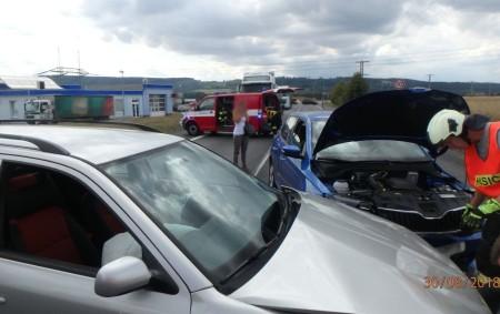 """VAMBERK – Při dopravní nehodě dvou osobních vozidel na silnici I/11 nedaleko kruhového objezdu zasahovali poslední srpnový čtvrtek profesionální hasiči zRychnova nad Kněžnou. Hasiči místo události zajistili, provedli protipožární opatření<a class=""""moretag"""" href=""""http://www.orlickytydenik.cz/dopravni-nehoda-zablokovala-kruhak/"""">...celý článek</a>"""