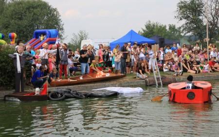 PŘEPYCHY – Tradiční závod netradičních plavidel O přepyšské kormidlo se chystá 25. srpna v Přepychách. Akce se koná na Dvorském rybníku od 14.00 hodin.