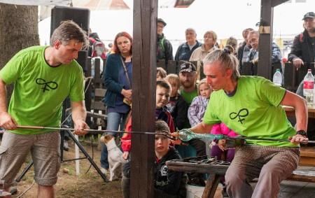 """DEŠTNÉ V O. H. –Orlické hory opět ožijí tradičním svátkem sklářů. V přírodním areálu Muzea zimních sportů, turistiky a řemesel se uskuteční ve dnech 3. až 5. srpna sedmadvacátý ročník<a class=""""moretag"""" href=""""http://www.orlickytydenik.cz/v-destnem-se-bude-po-sedmadvacate-tavit-sklo/"""">...celý článek</a>"""
