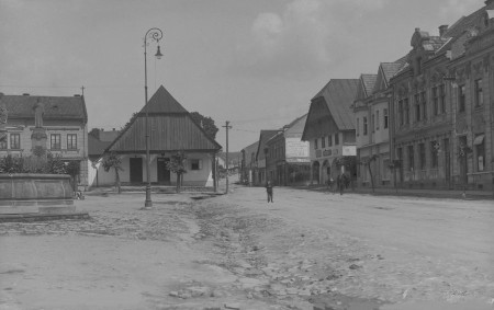 """VAMBERK – Pracovníci Muzea a galerie Orlických hor z Rychnova nad Kněžnou sestavili fotoalbum ulic měst a obcí na Rychnovsku. S jejich laskavým svolením Orlický týdeník přináší první srovnání podoby<a class=""""moretag"""" href=""""http://www.orlickytydenik.cz/vamberk-vcera-a-dnes-podivejte-se-jak-drive-vypadal-vamberk/"""">...celý článek</a>"""
