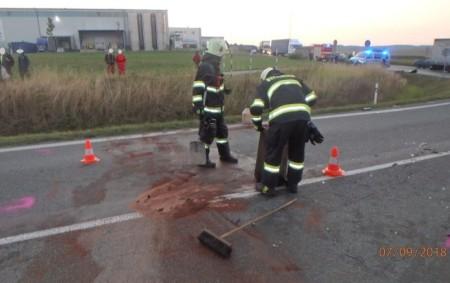 """LIPOVKA – Profesionální hasiči zRychnova nad Kněžnou vyjeli první zářijový pátek včasných ranních hodinách knehodě osobního anákladního automobilu. Střet se obešel bez zranění osob. Jednotka provedla na vozidlech protipožární opatření.<a class=""""moretag"""" href=""""http://www.orlickytydenik.cz/stret-auta-a-nakladaku-v-lipovce/"""">...celý článek</a>"""