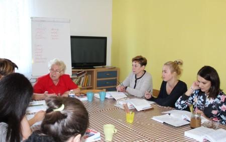 """DOBRUŠKA –Zdravotnický holding přivádí do nemocnic další personál z ciziny, tentokrát zdravotní sestry z Ukrajiny. Kromě tradičních cest, tedy náborů, účasti na pracovních veletrzích či motivování absolventů stipendii, hledají nemocnice<a class=""""moretag"""" href=""""http://www.orlickytydenik.cz/do-nemocnic-prichazi-nove-sestry-z-ukrajiny/"""">...celý článek</a>"""