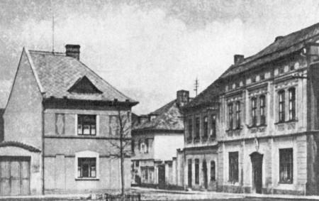 """DOBRUŠKA –Na Šubertově náměstí se bude opět po devadesáti devíti letech sázet lípa svobody. Program slavnosti jubilejní lípy svobody zahájí 28. října ve 14.00 hodin v synagoze koncert ženského pěveckého<a class=""""moretag"""" href=""""http://www.orlickytydenik.cz/lipa-svobody-se-vraci-na-subertovo-namesti/"""">...celý článek</a>"""