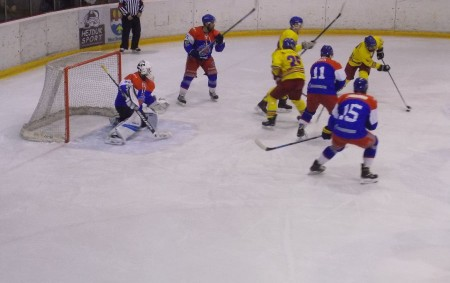 """RYCHNOVSKO – Po dvou zápasech odehráli vminulém týdnu hokejisté Opočna a Semechnic. Bohužel, ani jeden tým na body nedosáhl. Opočno nestačilo na Náchod a poté odehrálo vyrovnanou partii v Trutnově,<a class=""""moretag"""" href=""""http://www.orlickytydenik.cz/klm-nevidani-prestrela-v-hronove/"""">...celý článek</a>"""