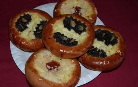 """Svátek svatého Martina slavili naši předci vesele – jedlo se, pilo a hodovalo. V mnoha obcích se konaly poutě či martinská posvícení. Hospodyně pekly husu a martinské rohlíky nebo podkovy,<a class=""""moretag"""" href=""""http://www.orlickytydenik.cz/podorlicka-kucharka-na-sv-martina/"""">...celý článek</a>"""