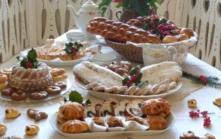 """Vánoční pokrmy a nápoje podávané během vánočního období, byly v minulosti součástí rituálů a lidových tradic. Nejznámějším štědrovečerním jídlem s houbami byl kuba (černý kuba), sladká kaše muzika, pekly se<a class=""""moretag"""" href=""""http://www.orlickytydenik.cz/podorlicka-kucharka-vanoce/"""">...celý článek</a>"""