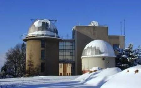 """HRADEC KRÁLOVÉ –Za pozorováním oblohy se můžete vydat o Vánocích, třeba i s celou rodinou, na královéhradeckou hvězdárnu a do tamního planetária. Zimní slunovrat, začátek astronomické zimy, nastane letos 21.<a class=""""moretag"""" href=""""http://www.orlickytydenik.cz/uz-dnes-nam-zacina-astronomicka-zima/"""">...celý článek</a>"""