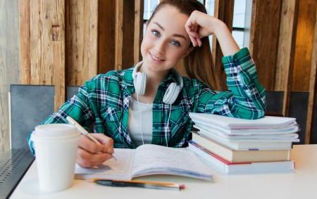"""REGION –Blíží se čas, kdy se současní deváťáci budou muset rozhodnout, na kterou střední školu se přihlásí. Za pár dní dostanou všichni žáci základních i středních škol pololetní vysvědčení. Pro<a class=""""moretag"""" href=""""http://www.orlickytydenik.cz/devata-trida-a-co-dal/"""">...celý článek</a>"""