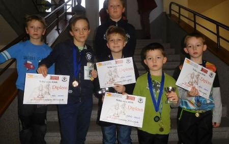 """HRADEC KRÁLOVÉ - V krajském městě se konala předposlední Velká cena mládeže, které se zúčastnilo celkem 121 dětí z Královéhradeckého kraje, včetně osmi dětí ze šachové školy Panda Rychnov. Přivezly<a class=""""moretag"""" href=""""http://www.orlickytydenik.cz/ctyri-cenne-kovy-privezli-pandaci-z-vc-hradce-kralove/"""">...celý článek</a>"""