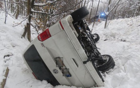 """RYCHNOVSKO -Dopravní policisté během prvního lednového víkendu zaevidovali 5 dopravních nehod, naštěstí bez vážnějších následků. K páteční podvečerní havárii vyjížděla hlídka rychnovské skupiny dopravních nehod v16.40 hodin na silnici č.<a class=""""moretag"""" href=""""http://www.orlickytydenik.cz/zasnezene-silnice-potrapily-ridice/"""">...celý článek</a>"""