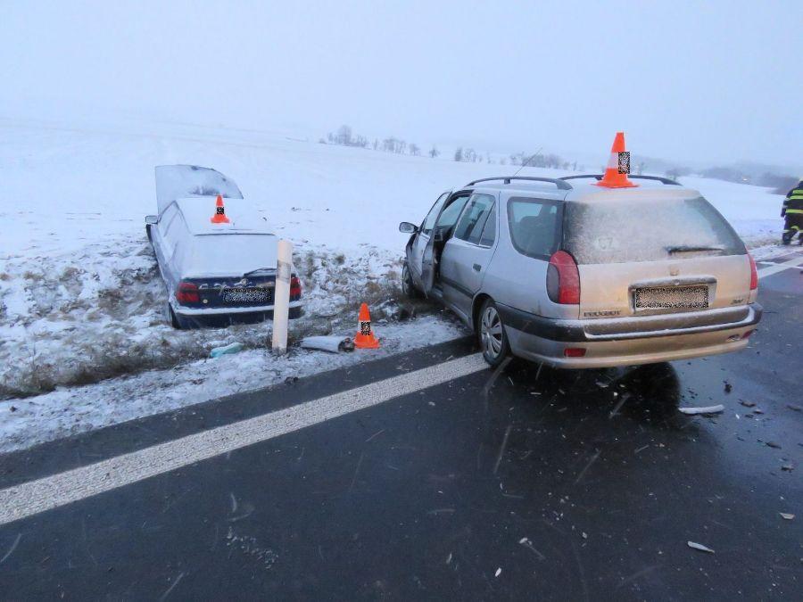 Sníh komplikuje na Rychnovsku dopravu ViewImage